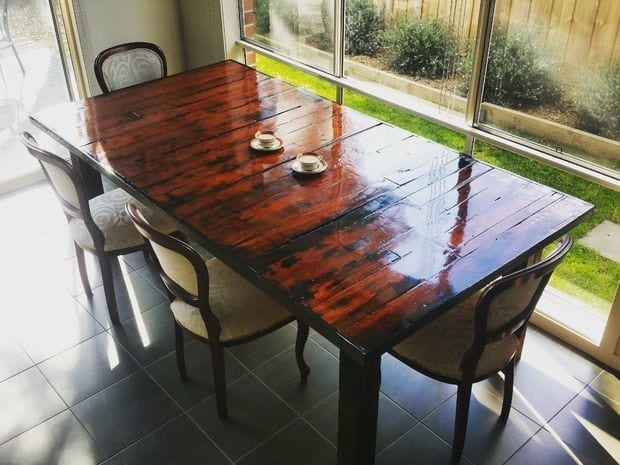 5 DIY Pallet Dining Table