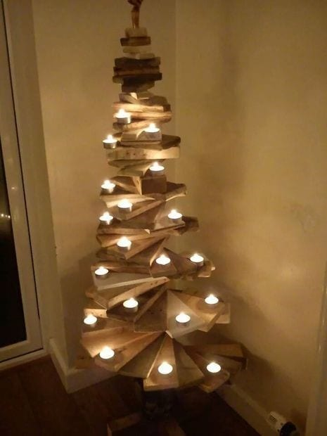 How About Building A Wood Pallet Christmas Tree We Are Already Sharing Some Woodworking Projects And Crafts With You In This Idea Want To Show
