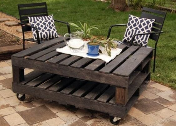 15 A Wood Pallet Outdoor Table For The Lawn