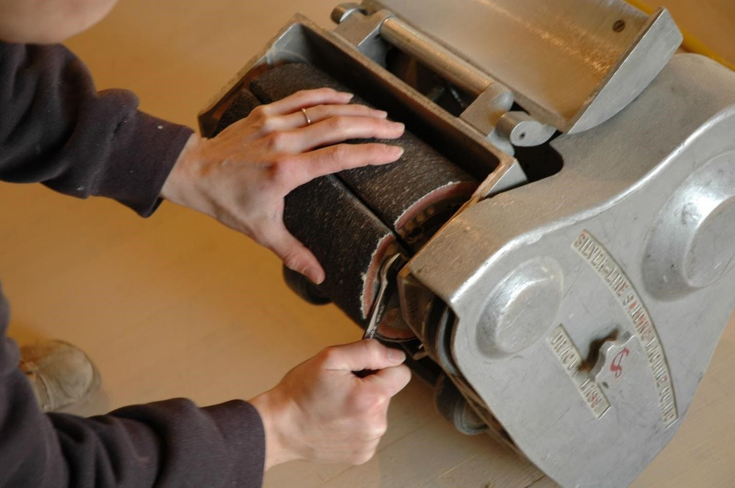 How To Use A Belt Sander Cut The Wood