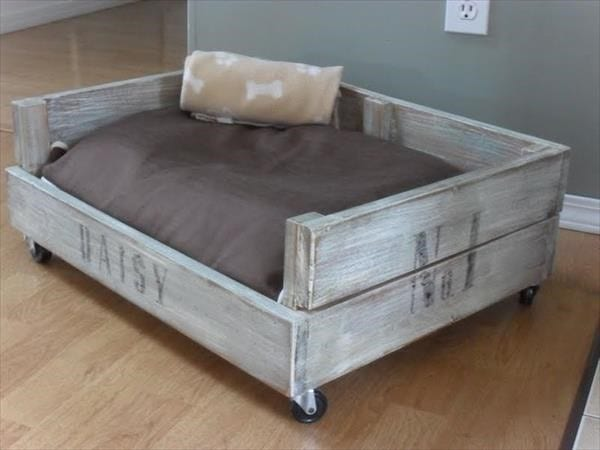 14 Pallet Farmouse Dog Bed