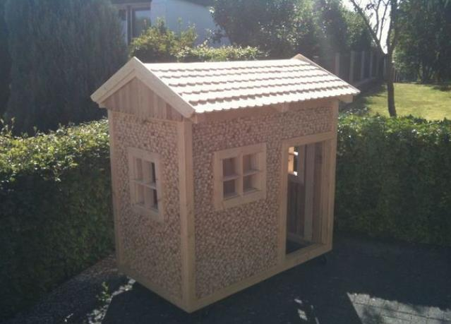 Simple Playhouse By Instructables 1