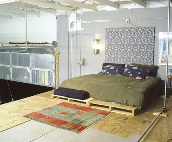 Industrial Bedroom Décor With Wood Pallet Bed Frame