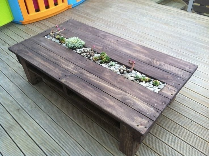 Pallet Coffee Table With Succulent Planter
