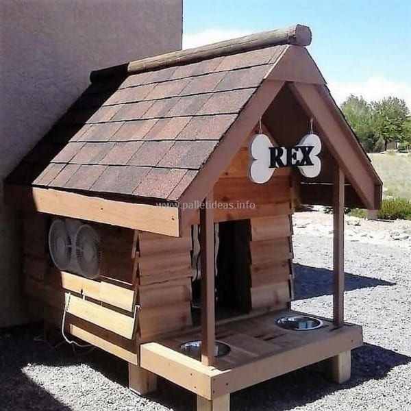 Pallet Dog Outhouse