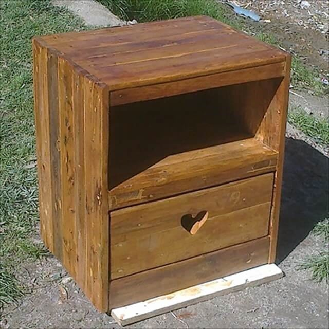 Pallet Nightstand With Cute Cutout