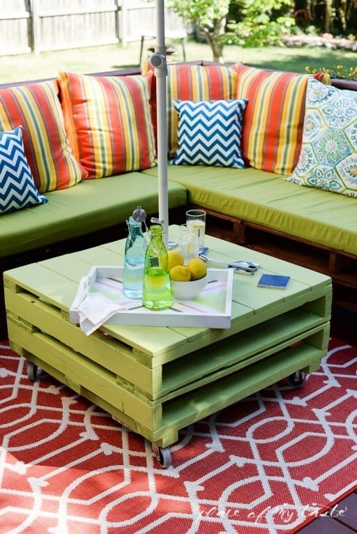 Pallet Patio Furniture Makeover