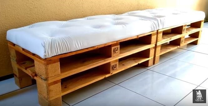Pallet Sofa With Capitone