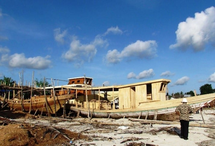 Pinisi Boat Building