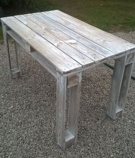 Reclaimed White Washed Pallet Table