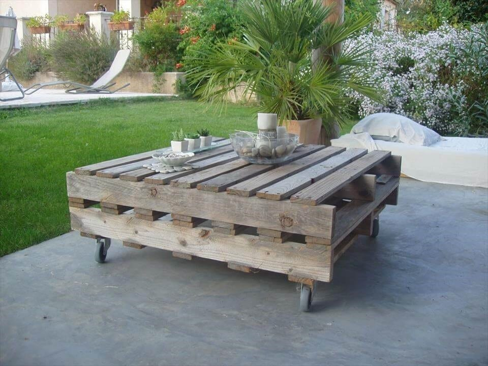 Vintage Outdoor Pallet Coffee Table